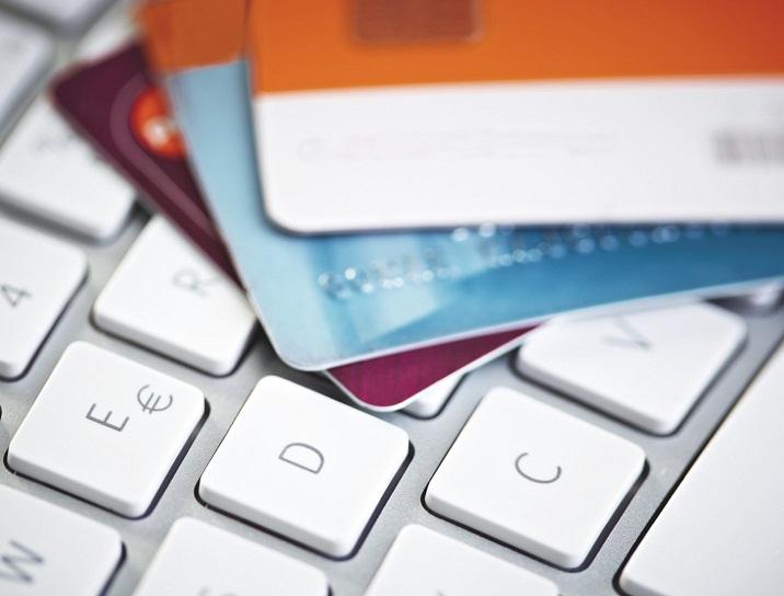 Почему кредитку для тех, кто без работы, проще заказать онлайн