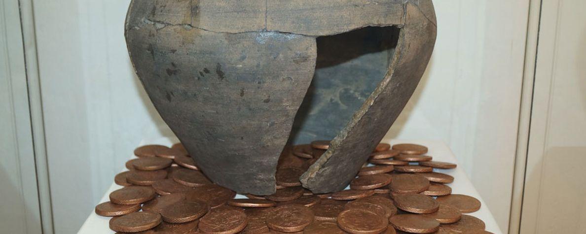 Об истории рубля и гривны